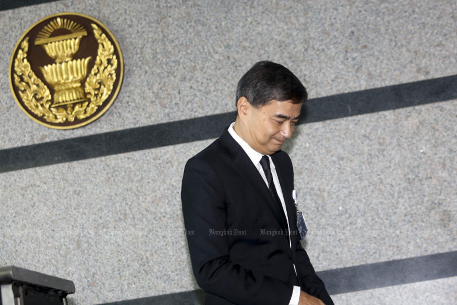 Former Democrat Party leader Abhisit Vejjajiva leaves the podium outside the parliamentary chamber at TOT Plc's headquarters in Bangkok after announcing his resignation as MP on Wednesday morning. (Photo by Pattarapong Chatpattarasill)