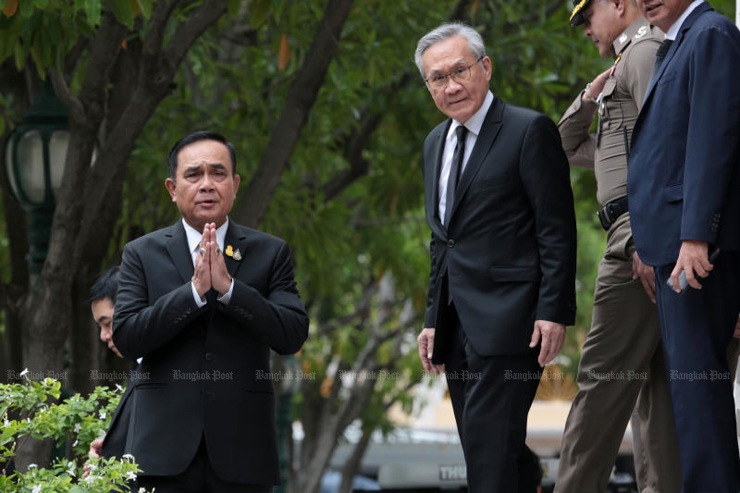 Prime Minister Prayut Chan-o-cha expresses his gratitude to the people before a band of reporters at Government House on Thursday, following the joint session vote on Wednesday night which saw him return to power as premier. (Photo by Chanat Katanyu)