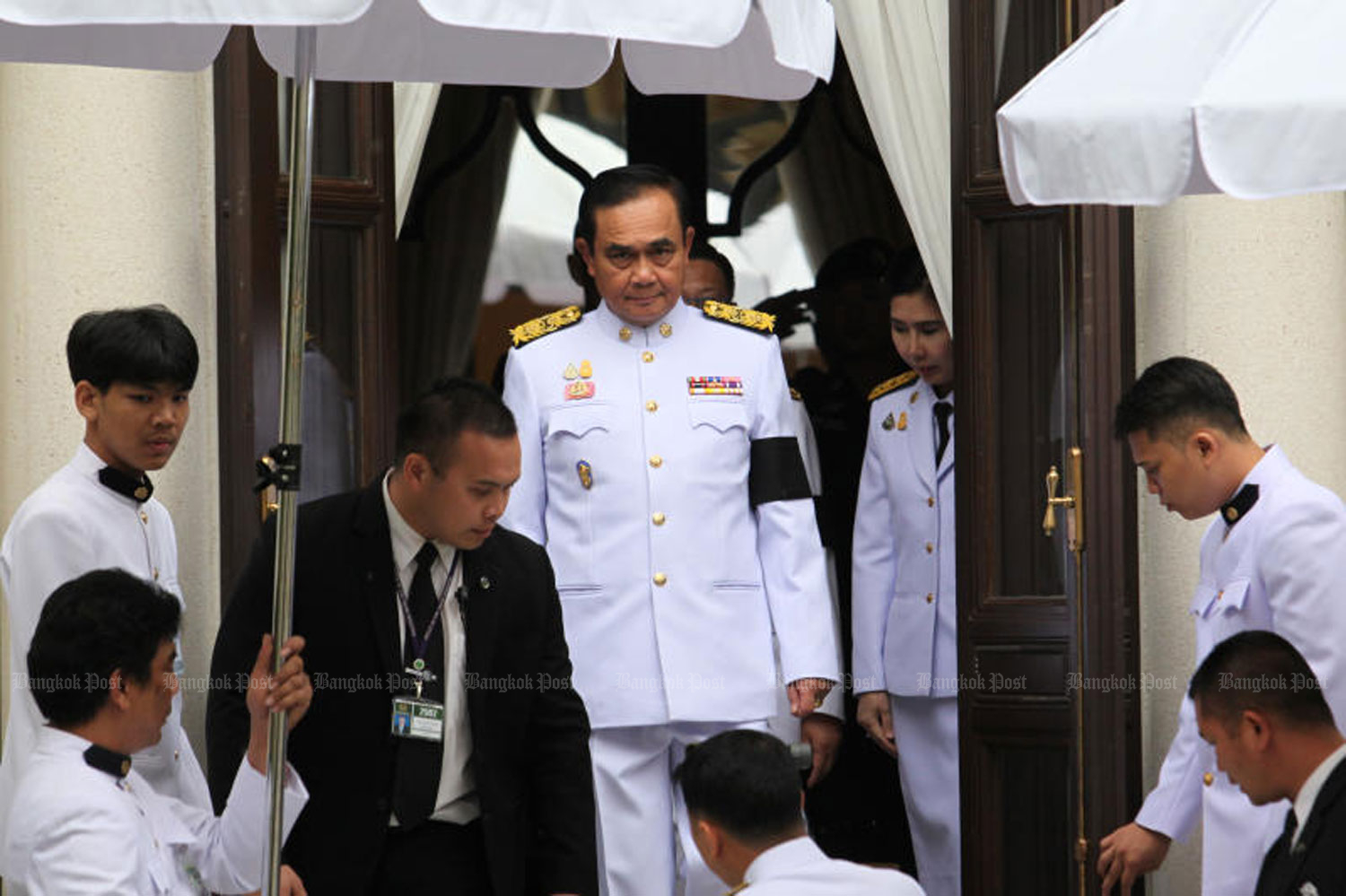 Gen Prayut Chan-o-cha leaves the Pakdibodin Building after receiving a royal command appointing him the prime minister in Government House in Bangkok on Tuesday. (Photo by Wichan Charoenkiatpakul)