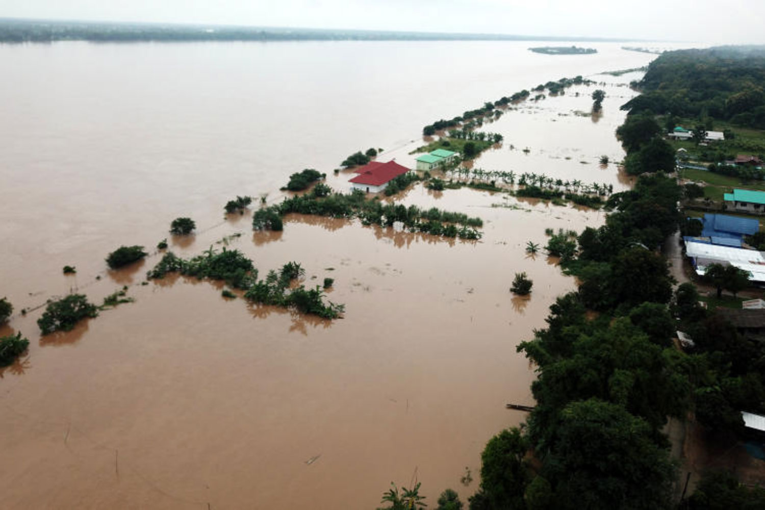 River communities in Nakhon Phanom's Muang district are inundated after the Mekong River bursts its banks in the wake of heavy rainfall in July last year. (Photo by Pattanapong Sripiachai)