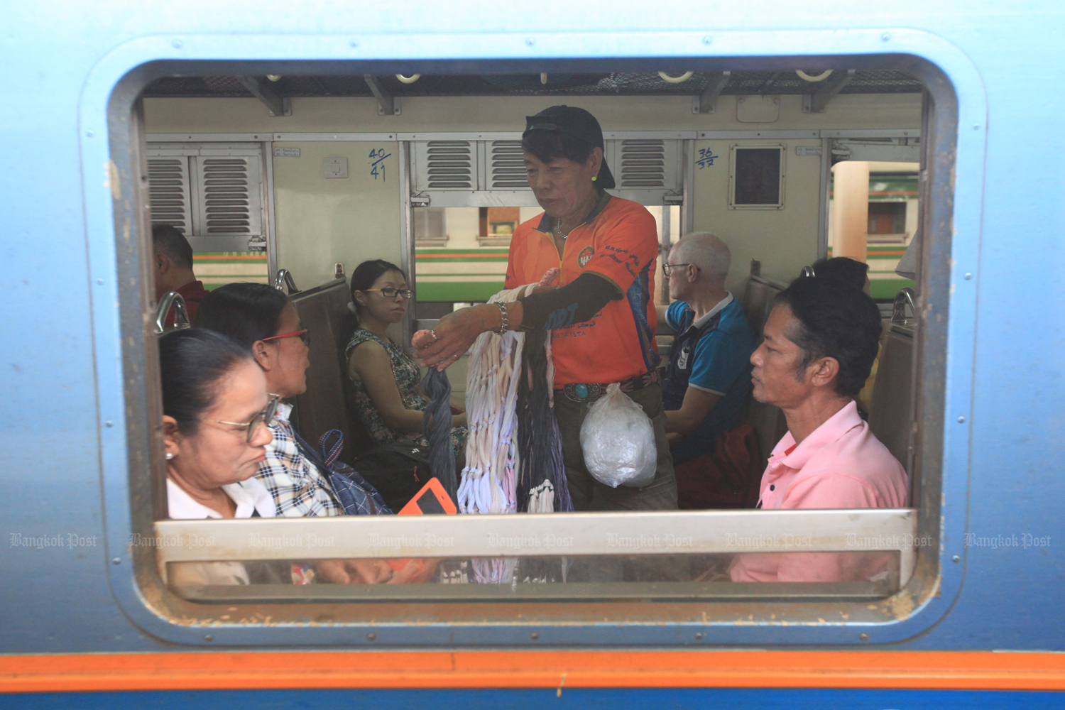 The State Railway of Thailand wants to win back customers from low-cost airlines with better trains. (Bangkok Post photo)