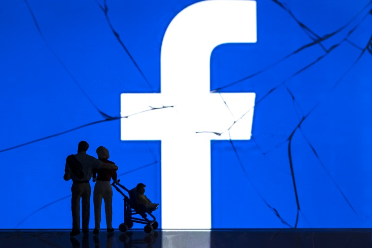 Amid privacy firestorm, Facebook curbs research tool