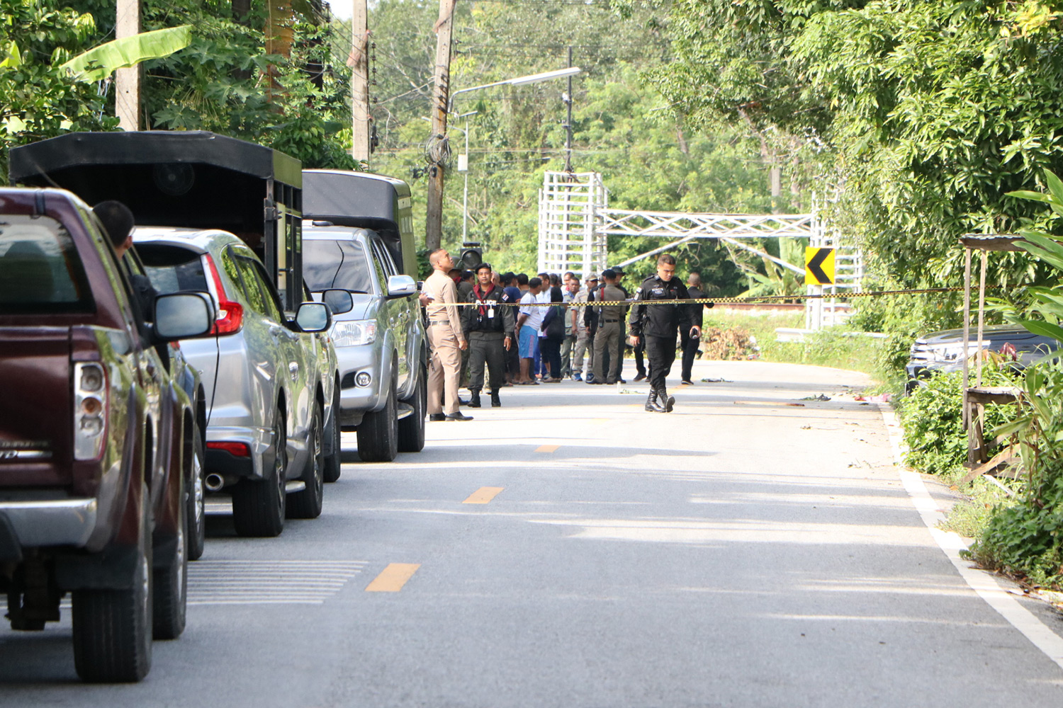Security officers cordon off a section of Huruparoh-Chulabhorn Road in tambon Tanyongmas of Rangae district in Narathiwat following the fatal shooting on a couple by two men on Saturday. (Photo by Waedao Harai)
