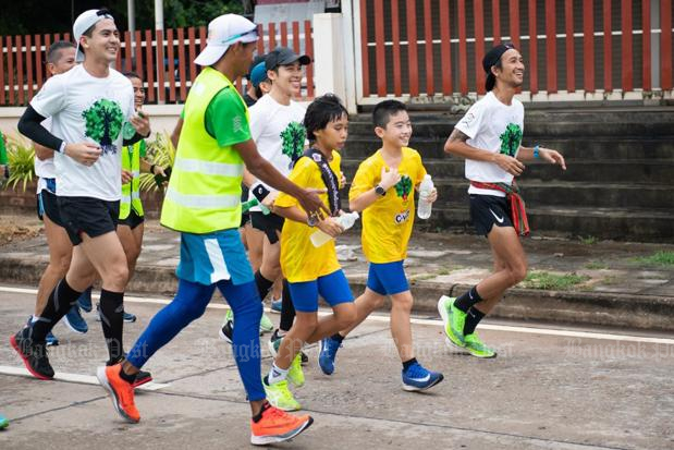 Toon Bodyslam thanks Isan people for charity run