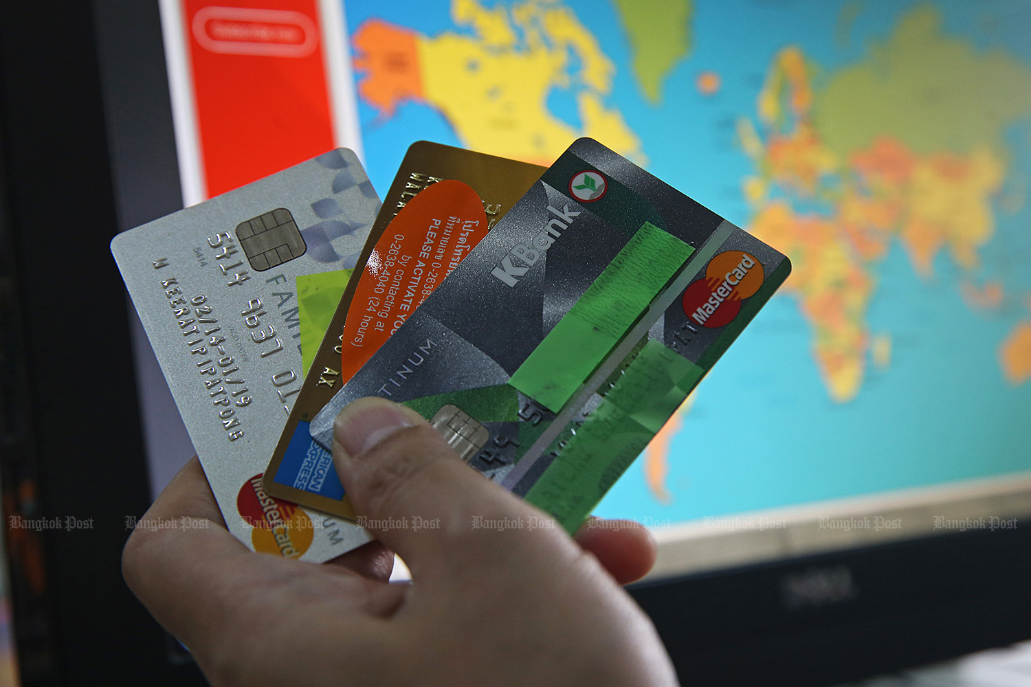 Credit card points can often be converted into frequent flyer miles, allowing card holders to reach free air tickets quicker. (Photo by Varuth Hirunyatheb)