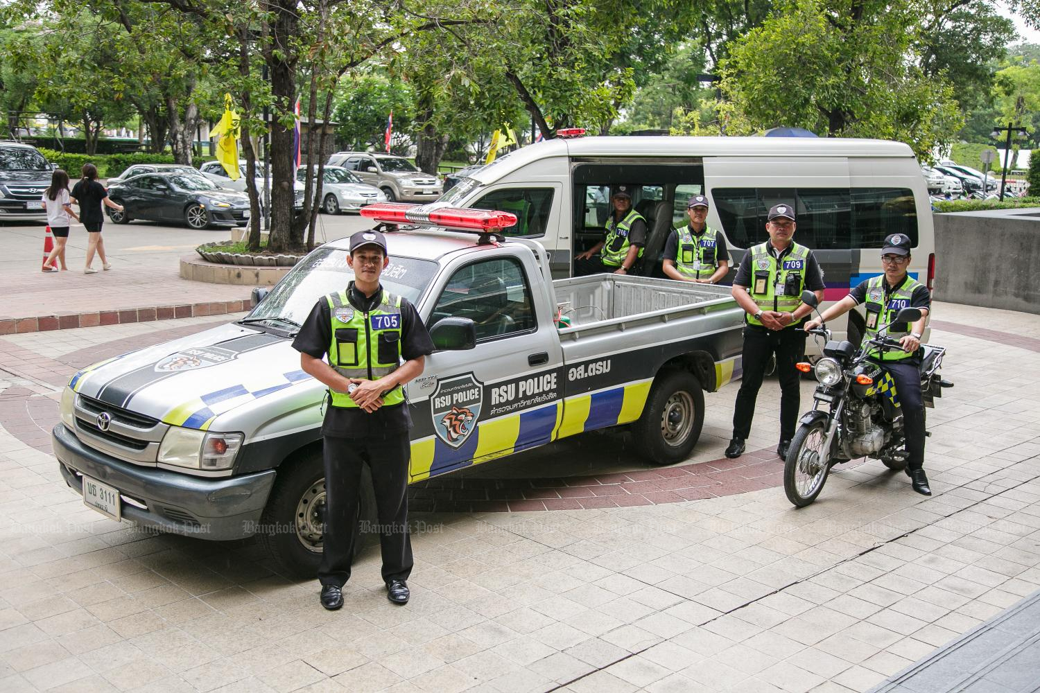 Students join cops to fight crime