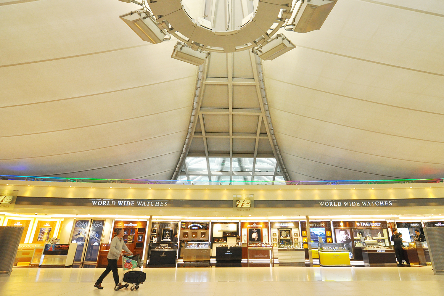 King Power promised to pay Airports of Thailand more than double the expected returns from duty-free shops and commercial zones. (Bangkok Post photo)