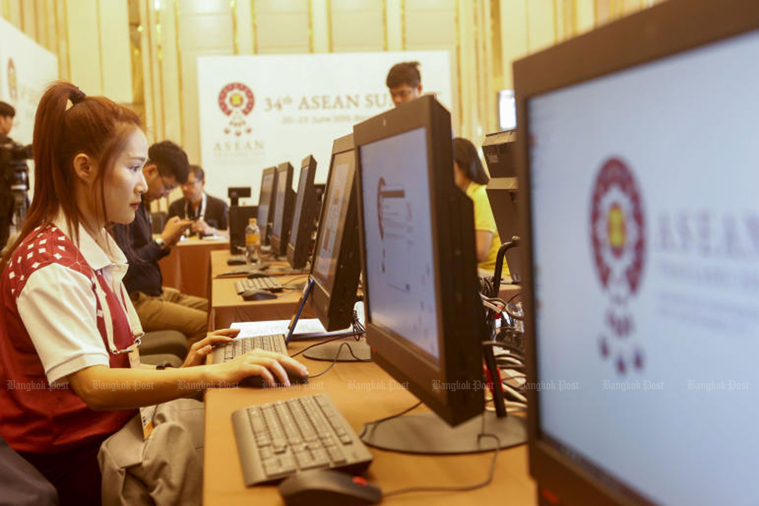 A woman works on a computer at a media centre set up at the Grande Centre Point Hotel in Bangkok for the 34th Asean Summit to be held on Saturday and Sunday. (Photo by Pattarapong Chatpattarasill)