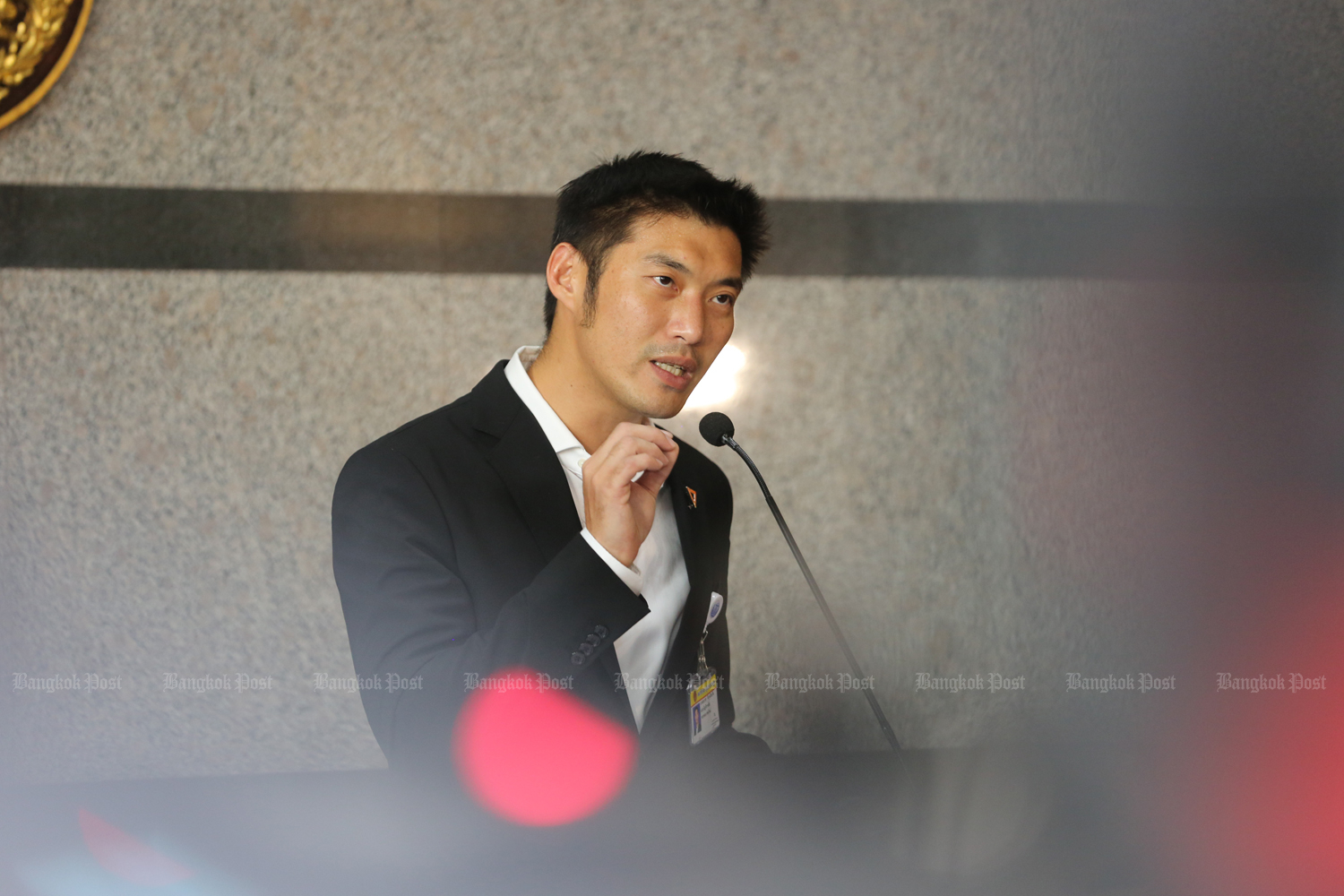 Future Forward Party leader Thanathorn Juangroongruangkit has asked the Constitutional Court to extend the deadline to submit evidence to fight a media share-holding charge by 15 days. (Bangkok Post file photo)
