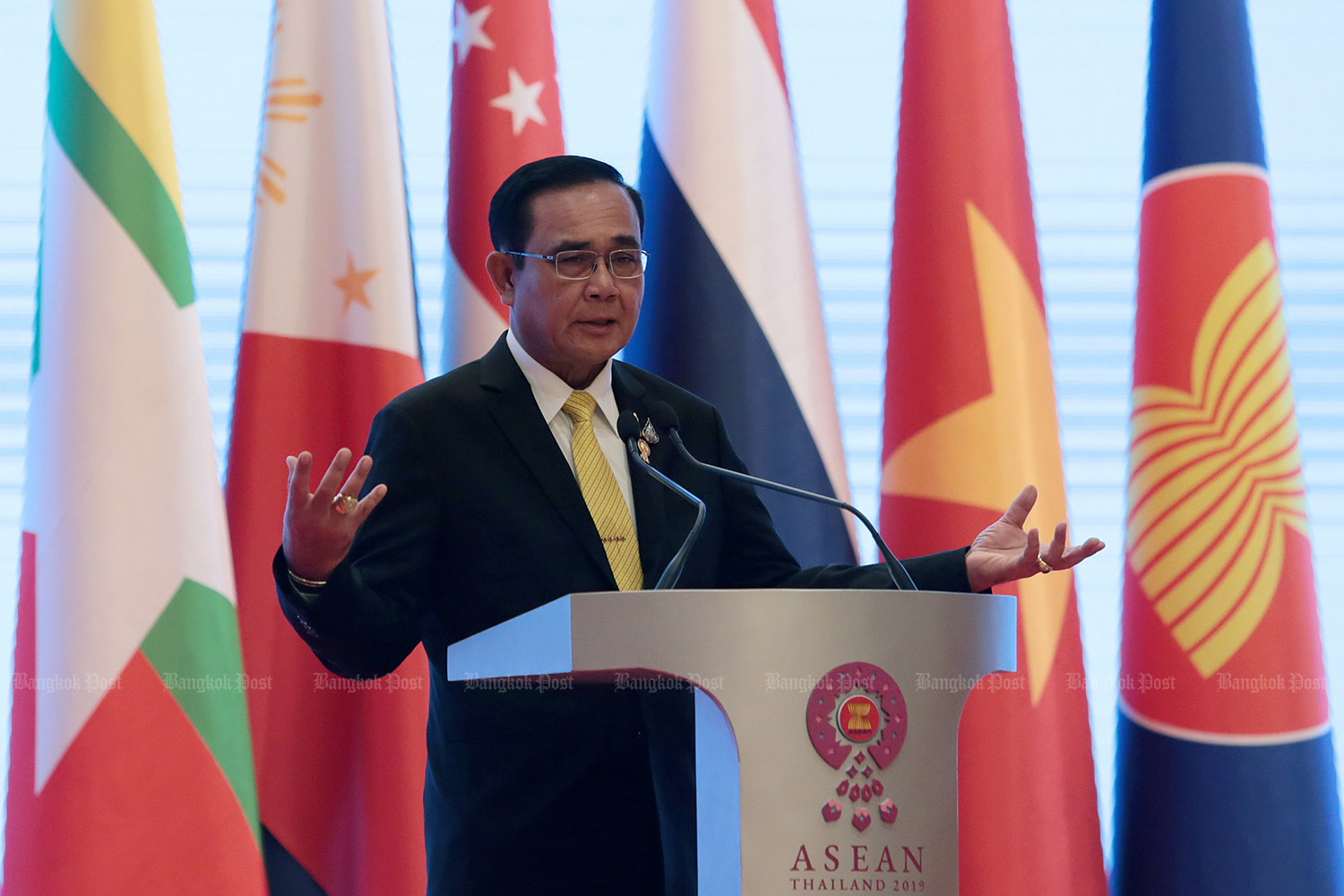 Prime Minister Prayut Chan-o-cha holds a press conference after the end of the Asean Summit at the Athenee Hotel on Sunday. (Photo by Chanat Katanyu)
