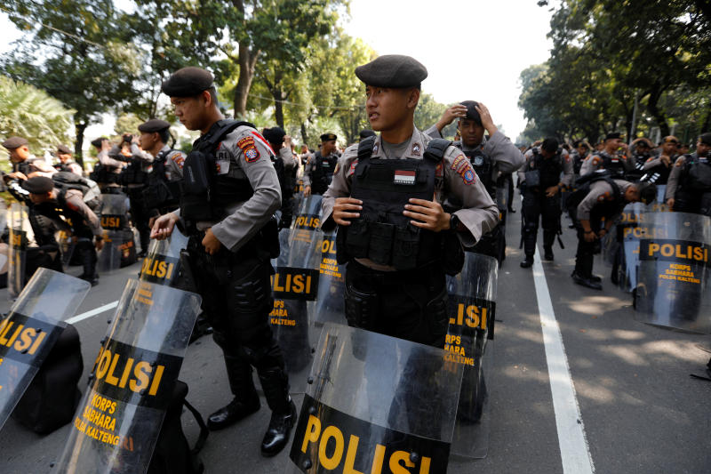 Riot police prepare to guard the area near Indonesia's constitutional court during a hearing on the opposition challenge to April's presidential election result in Jakarta, Indonesia, June 18. (Reuters file photo)