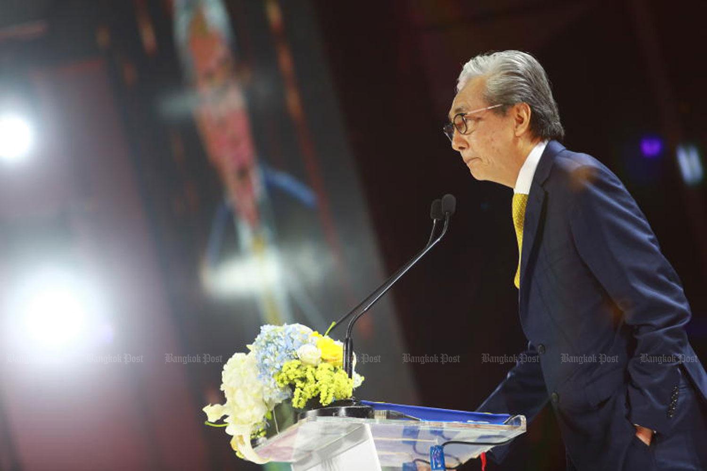 Deputy Prime Minister Somkid Jatusripitak opens the Saha Group Fair at the Bangkok International Trade and Exhibition Centre in Bang Na district on Thursday. (Photo by Somchai Poomlard)