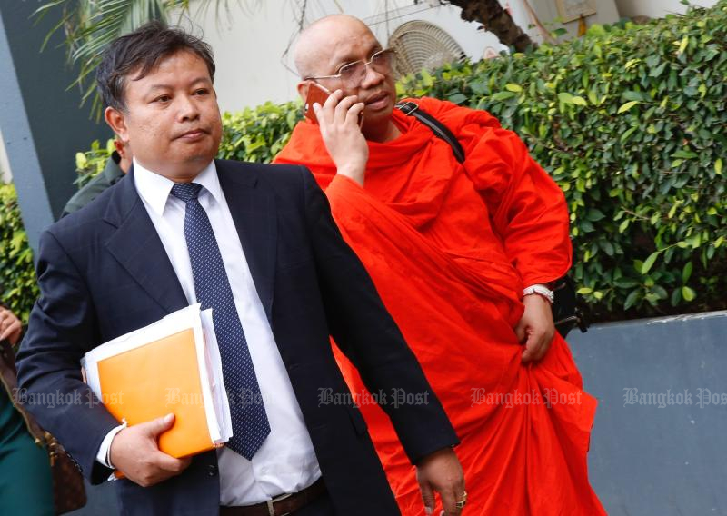 Then Phra Khru Kitti Phacharakhun, the abbot of Wat Lat Khae temple and also Chon Daen district's monastic chief, arrives at the Crime Suppression Division on Nov 29, 2017 with his lawyer talks for questioning. (Photo by Pattarapong Chatpattarasill)