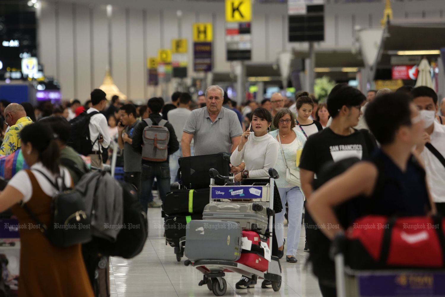 Suvarnabhumi reports a growing volume of passengers between October last year and May of this year, with a total of 44 million passengers using the country's main airport during the period. (Bangkok Post file photo)