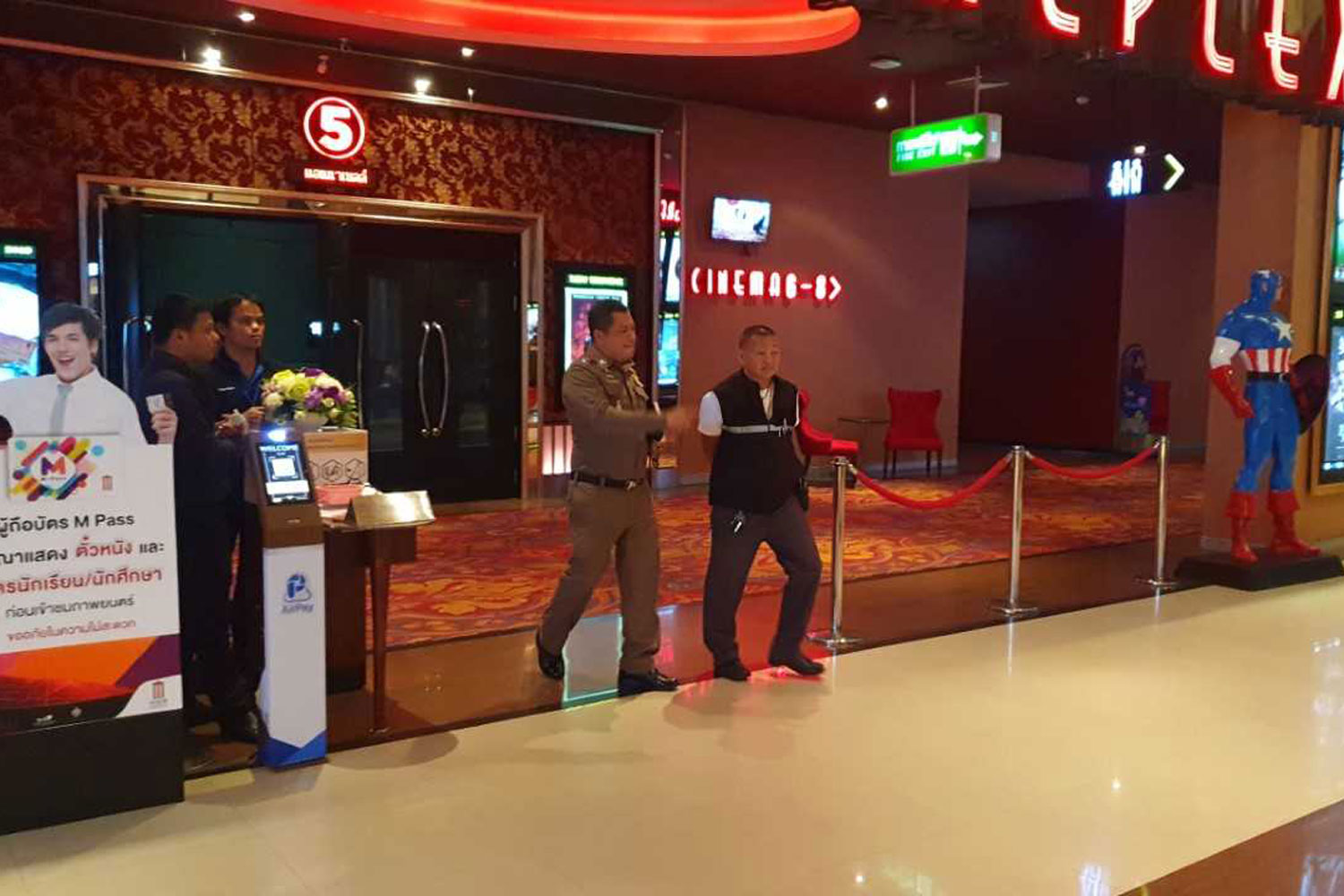 Police at the cinema complex inside The Avenue Pattaya shopping mall after an elderly British man collapsed and died there on Tuesday night. (Photo by Chaiyot Pupattanapong)