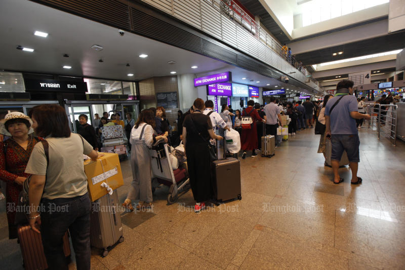Airports of Thailand waits for a new transport minister before calling bids for concessions to run duty-free shops at Don Mueang airport. (Bangkok Post photo)