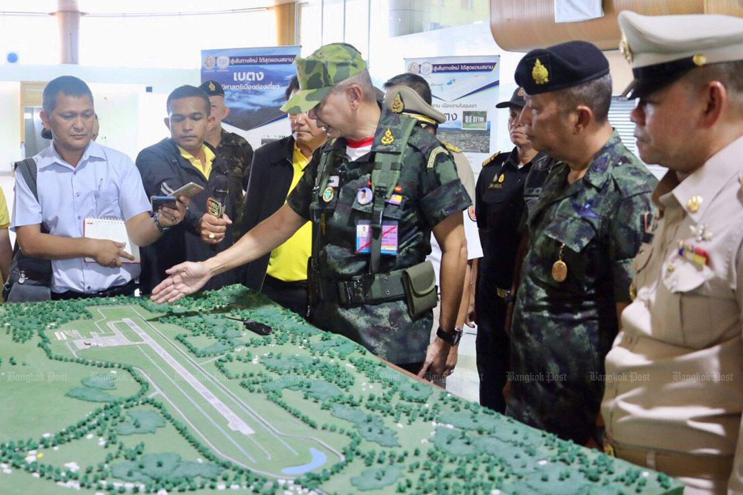 Army commander Gen Apirat Kongsompong (centre) looks at a model for Betong airport during his visit to the new facility in Yala province on Saturday. (Photo by Wassana Nanuam)