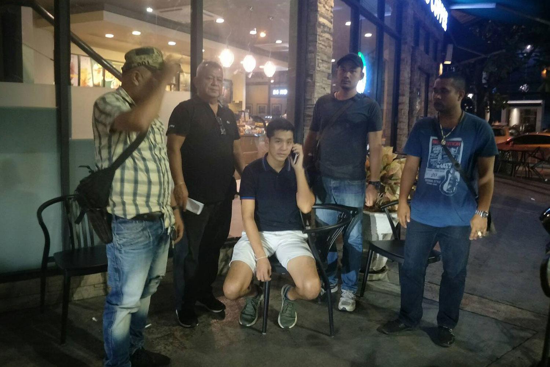 Police arrest Nathapol Norakan, 29, at Tops Market on Thong Lor Road in Watthana district, Bangkok, on Saturday night. (Police photo)