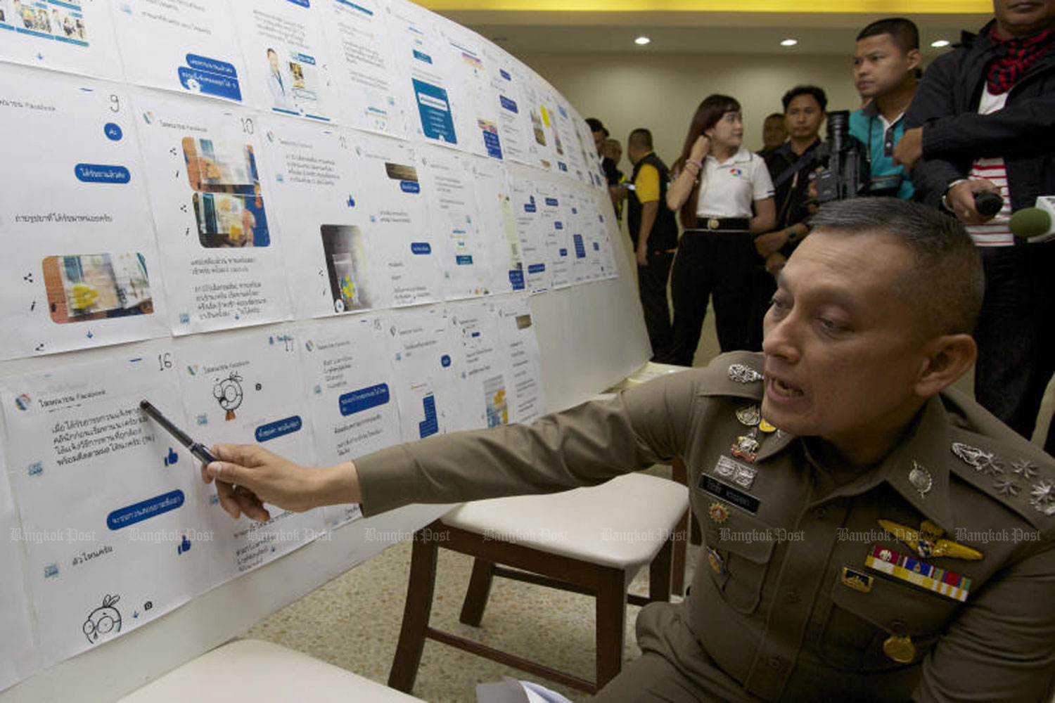 Deputy national police chief Pol Gen Wirachai Songmetta elaborates on the operation of what he said the biggest illicit weight loss drug production racket in the country, at the Royal Thai Police Office in Bangkok on Sunday. (Photo by Apichit Jinakul)
