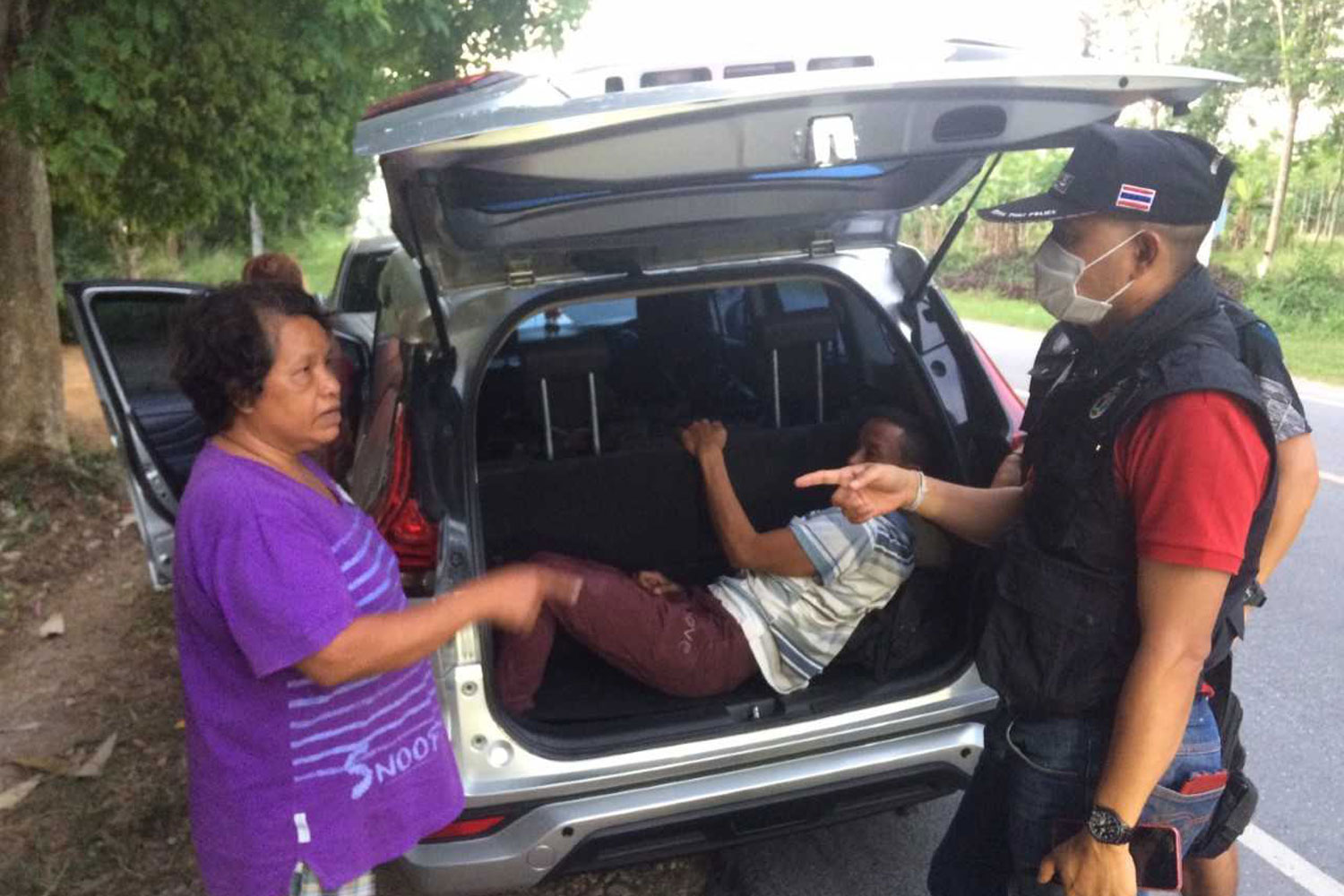 Police question a Thai suspect when they stop her vehicle carrying illegal migrants in Rattanaphum district of Songkhla province on Monday. (Photo by Assawin Pakkawan)