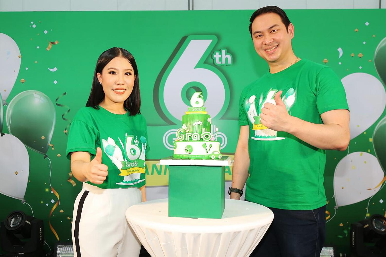 Mr Tarin and country marketing head Chantsuda Thananitayaudom celebrate Grab's sixth anniversary in Thailand.