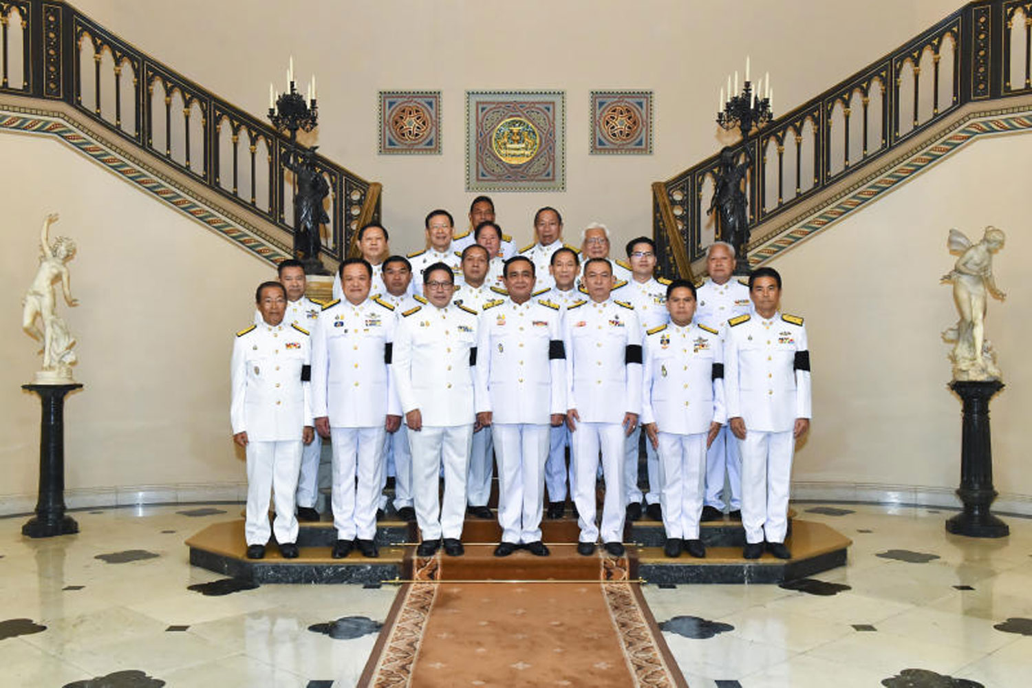 Prime Minister Prayut Chan-o-cha, centre, poses for photos with senior representatives of his coalition parties at Government House on June 11 after being royally appointed as the new prime minister. (Government House photo)