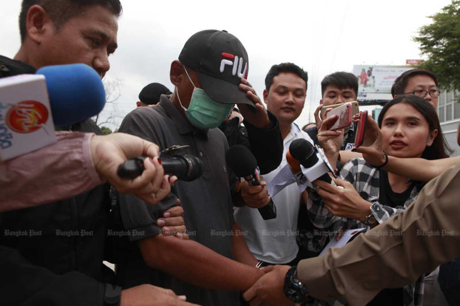 Police bring Samruai Chitchuen to a press conference in Bangkok after he was arrested for raping a 12-year-old girl who was his neighbour in Ramkhamhaeng area of Bangkok in February. (Photo by Pornprom Satrabhaya)