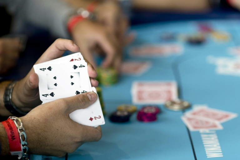 An artificial intelligence programme has beaten a group of top poker players in six-player Texas hold 'em -- a breakthrough for the technology.