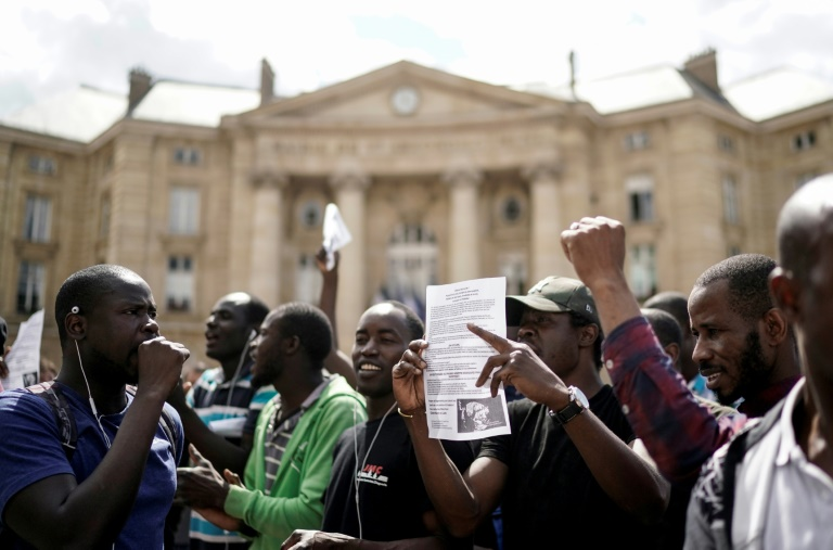 Undocumented migrants storm Pantheon monument in Paris