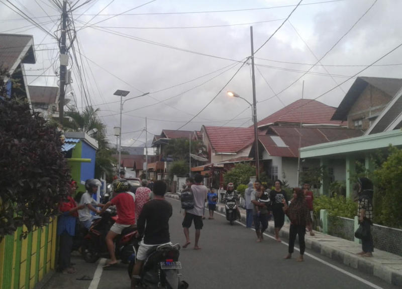 At least 2 dead after strong quake in eastern Indonesia