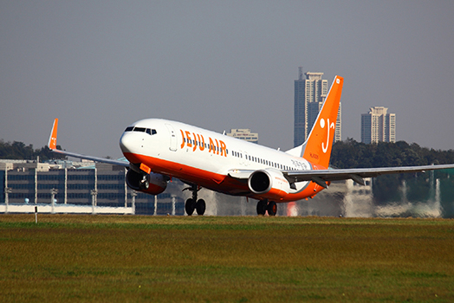 South Korean passengers cite parents failing to stop children from crying the most annoying things during flights, according to a Jueju Air survey.