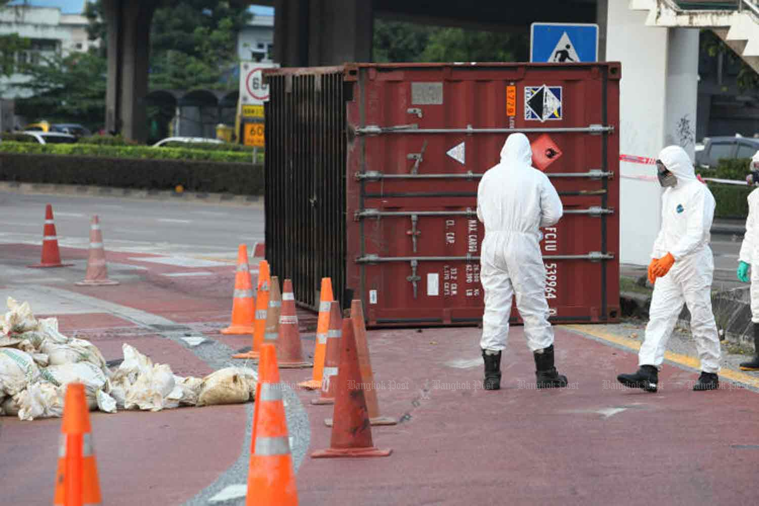 Hazmat officials handle a cargo container containing chemicals that fell from a truck near Suk Sawat Road in Bangkok last year. (File photo by Pawat Laopaisarntaksin)