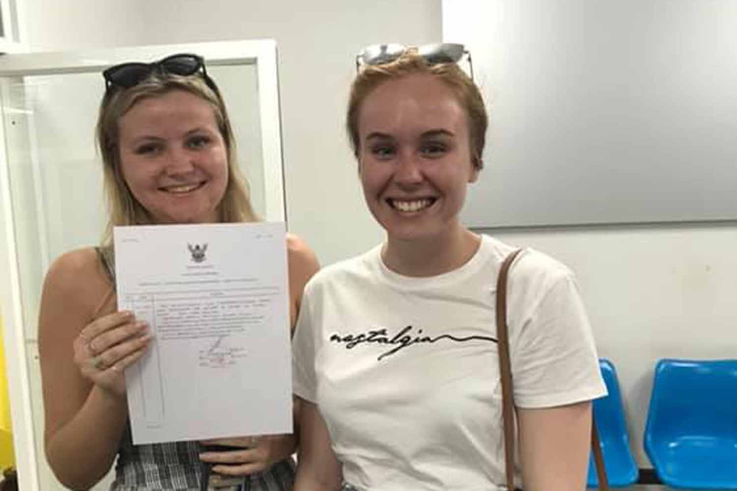 The two Australian tourists pose with their written complaint about being overcharged by a passenger van for a trip from Phuket airport to a Kata area hotel, at Karon police station in Phuket on Wednesday evening. (Photo supplied)