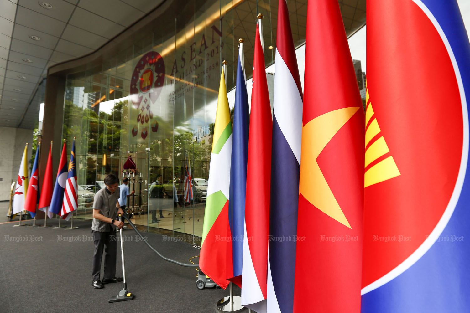 Asean economic ministers plan to sign a pact on mutual recognition arrangements for automobiles and parts as well as the improvement of protocols for dispute settlement mechanisms. (Bangkok Post photo)