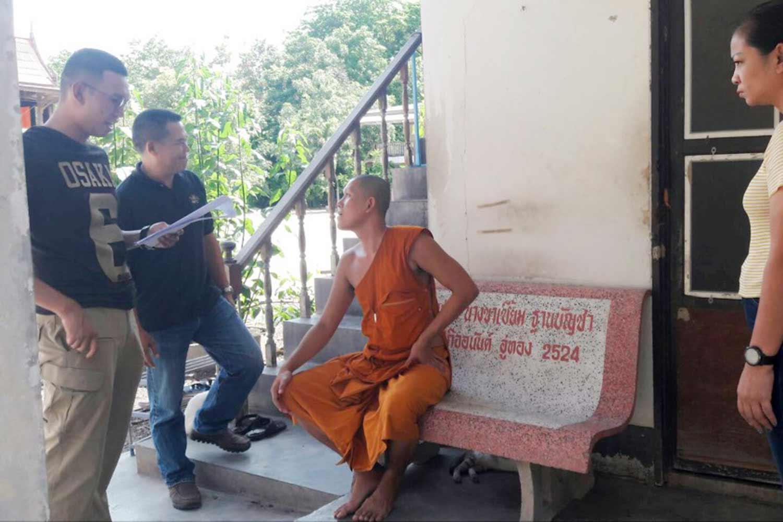 Sahapol Wangchana, 33, is arrested at Wat Tha Phraya Chak in U Thong district, Suphan Buri, on Friday morning. (Police photo)
