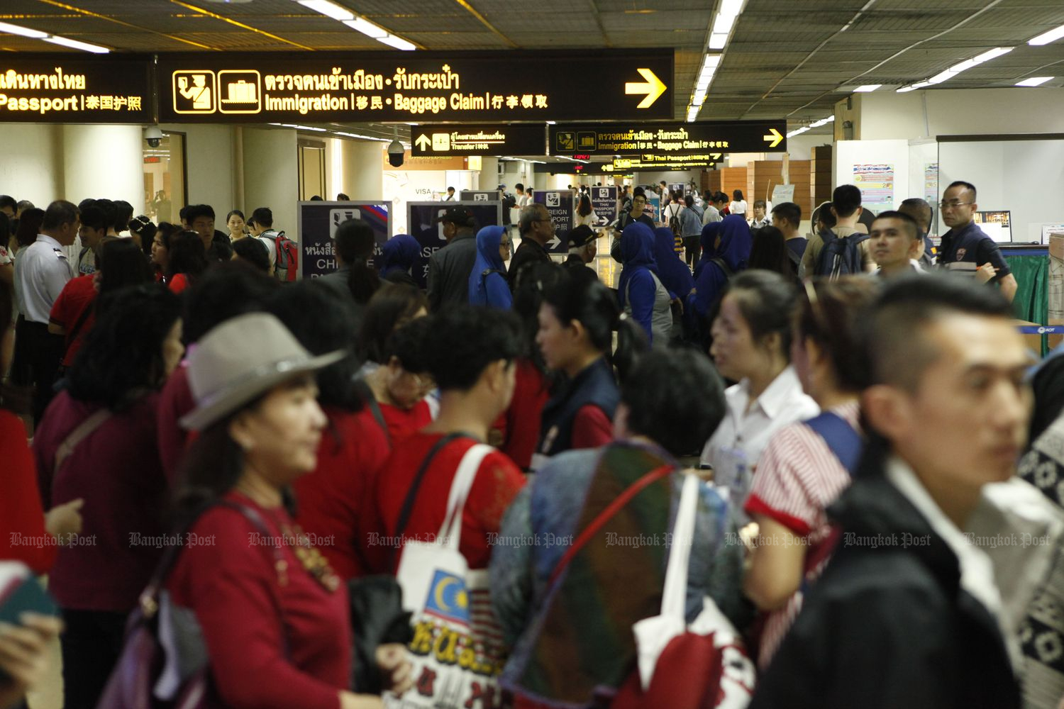 Foreign visitors arrive at the Suvarnabhumi Airport immigration checkpoint in September last year. (Bangkok Post file photo)
