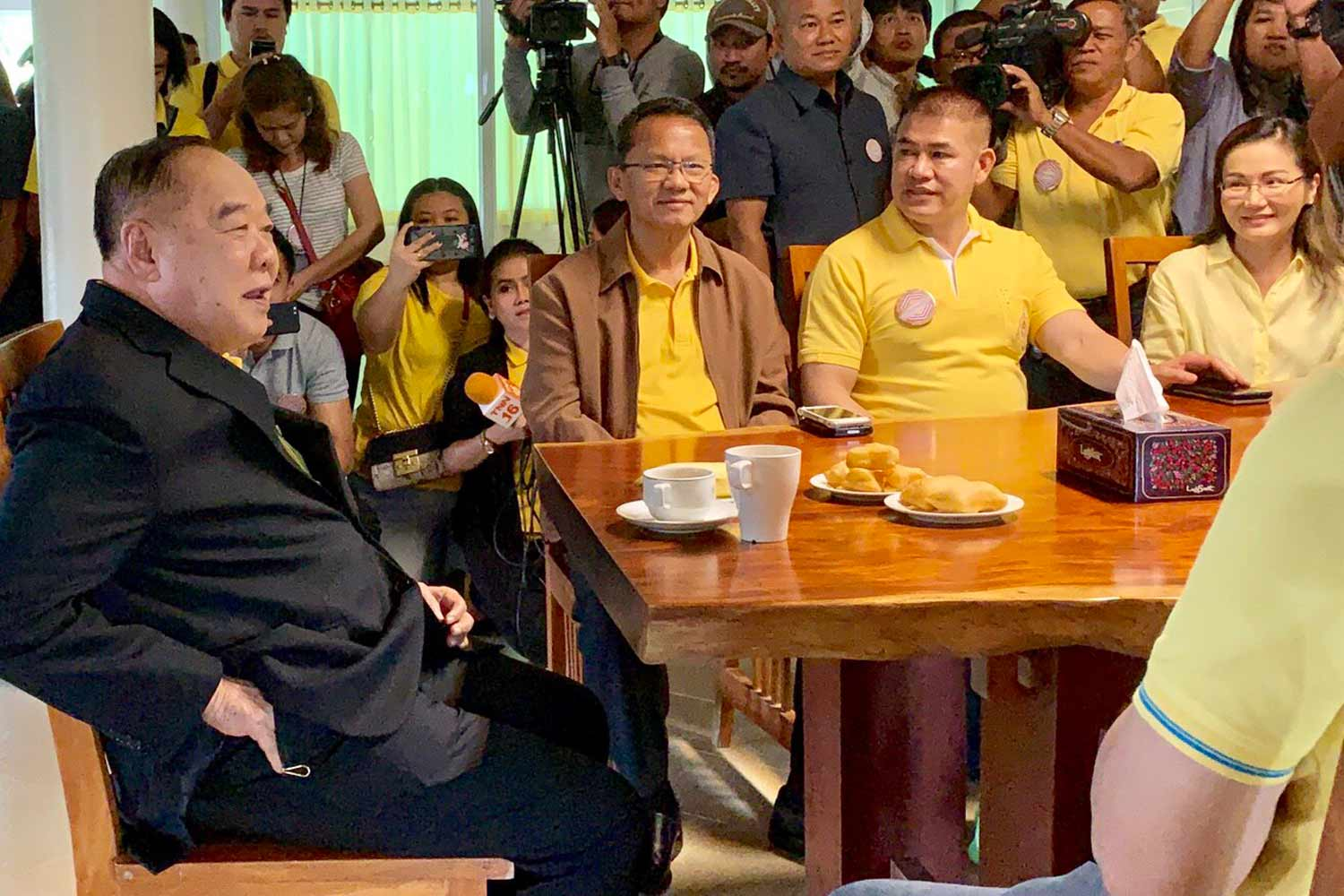 Deputy Prime Minister Prawit Wongsuwon (left) talks to key figures of the Palang Pracharat Party in Nakhon Ratchasima province on Monday morning. (Photo supplied)