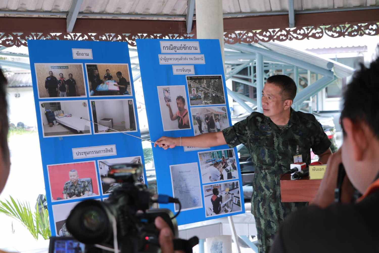 Col Pramote Prom-in, spokesman of the Internal Security Operations Command (Isoc)'s Region 4 Forward Command, speaks to reporters in Pattani province on Monday. (Photo supplied)