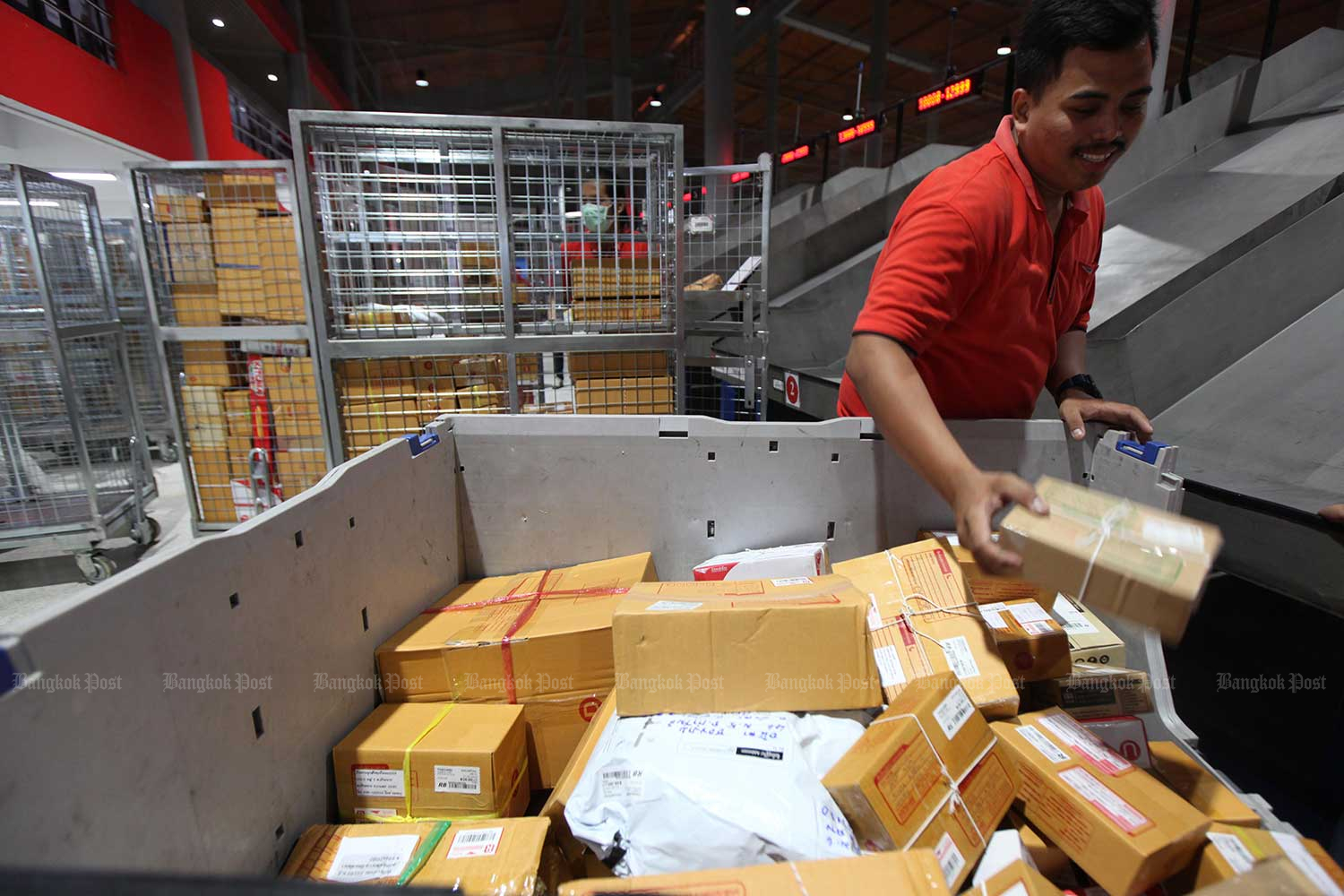 Police have asked courier firms to be more stringent in monitoring parcels. (Photo by Thiti Wannamontha)