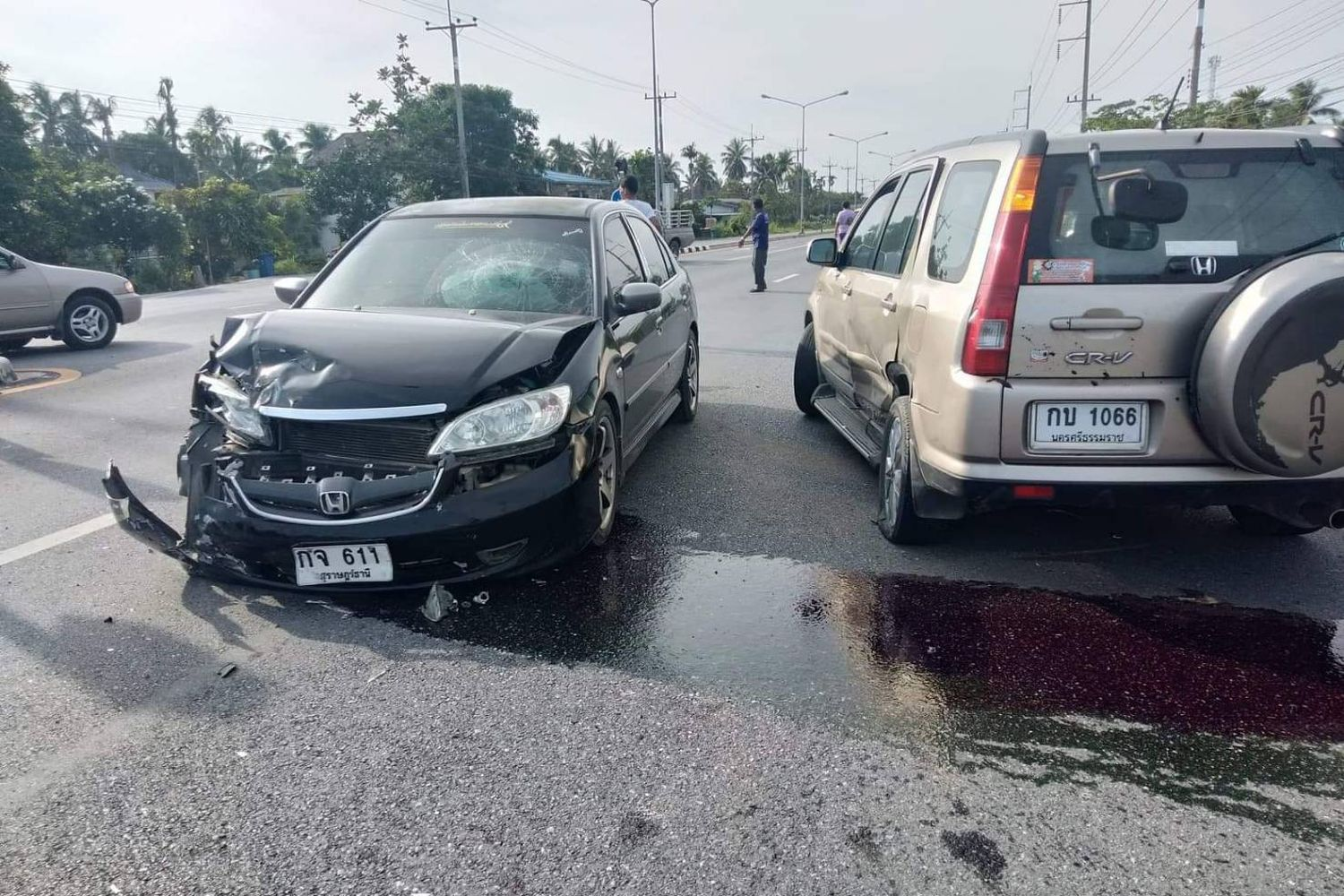 The two cars involved in a crash in Muang district, Nakhon Si Thammarat province, at noon on Monday which killed a 32-month-old baby girl. (Photo supplied by Nujaree Raekrun)