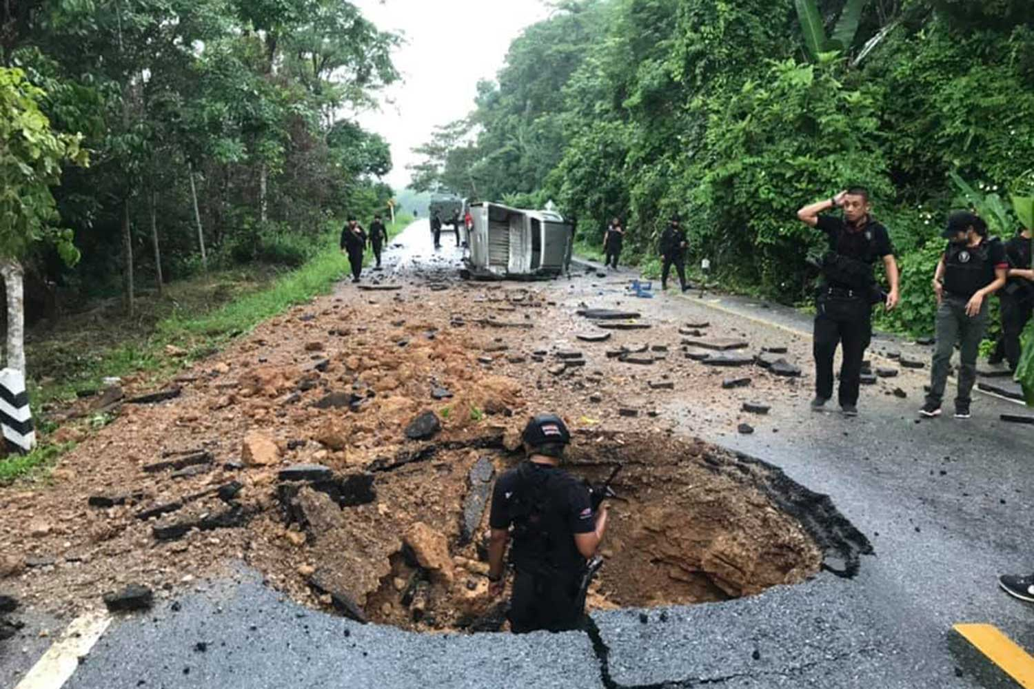 A bomb that hurts four rangers in Bannang Satar district of Yala on Monday causes causes a big hole on the road where security officials passed during a patrol duty. (Photo from @WassanaNanuam Twitter account)