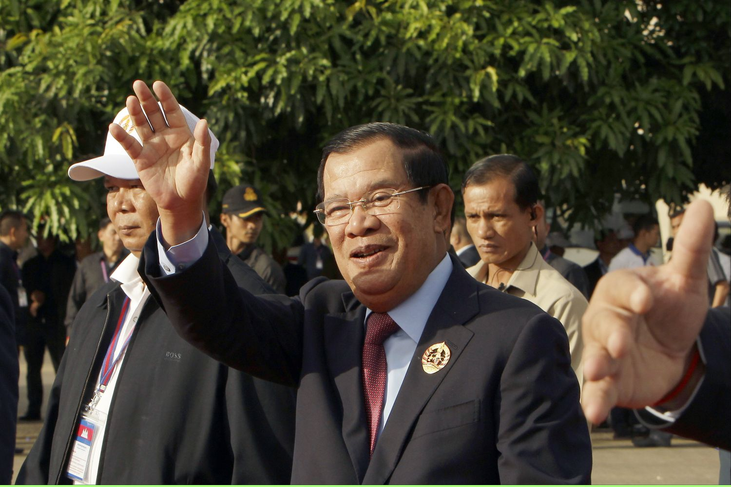 Hun Sen denies allowing China naval base
