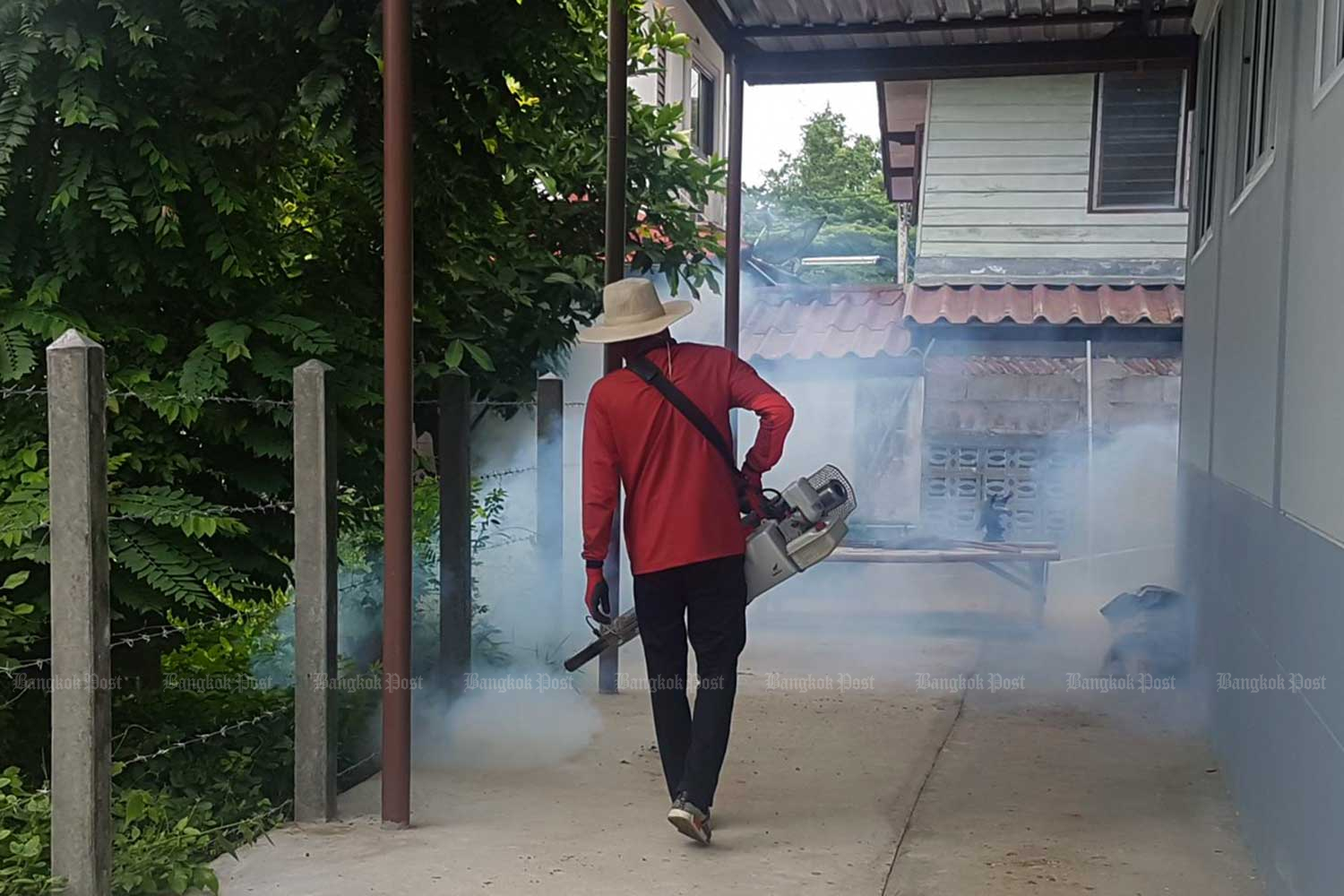 """A health volunteer sprays smoke during an anti-malaria fumigation drive in Phimai district, Nakhon Ratchasima. (Bangkok Post photo) """"title ="""" A health volunteer sprays smoke during an anti-malaria fumigation drive in Phimai district, Nakhon Ratchasima. (Bangkok Post photo) """"/> </figure><figcaption>  LONDON: Strains of Malaria Resistant to Two Key Anti-Malarials (Bangkok Post photo) </figure><figcaption>  drugs are becoming more dominant in Vietnam, Laos and northern Thailand after spreading rapidly from Cambodia, scientists warned on Monday. </p> <p> """"We have discovered (it) had spread aggressively, replacing local malaria parasites, and had become the dominant strain in Vietnam, Laos and northeastern Thailand, """"said Roberto Amato, who worked with a team from the British Wellcome Sanger Institute and Oxford University and Thailand's Mahidol University. </p> <p> Malaria is caused by Plasmodium parasites which are carri </p> <p> Nearly 220 million people were infected with malaria in 201<div class="""