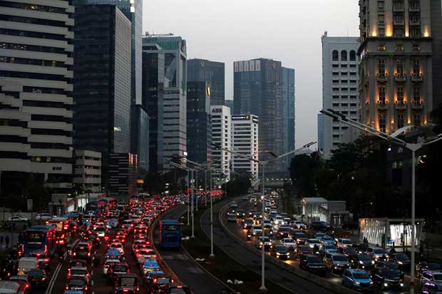 Indonesia plans incentives for electric-car manufacturers and drivers to promote the auto sector. (Reuters photo)