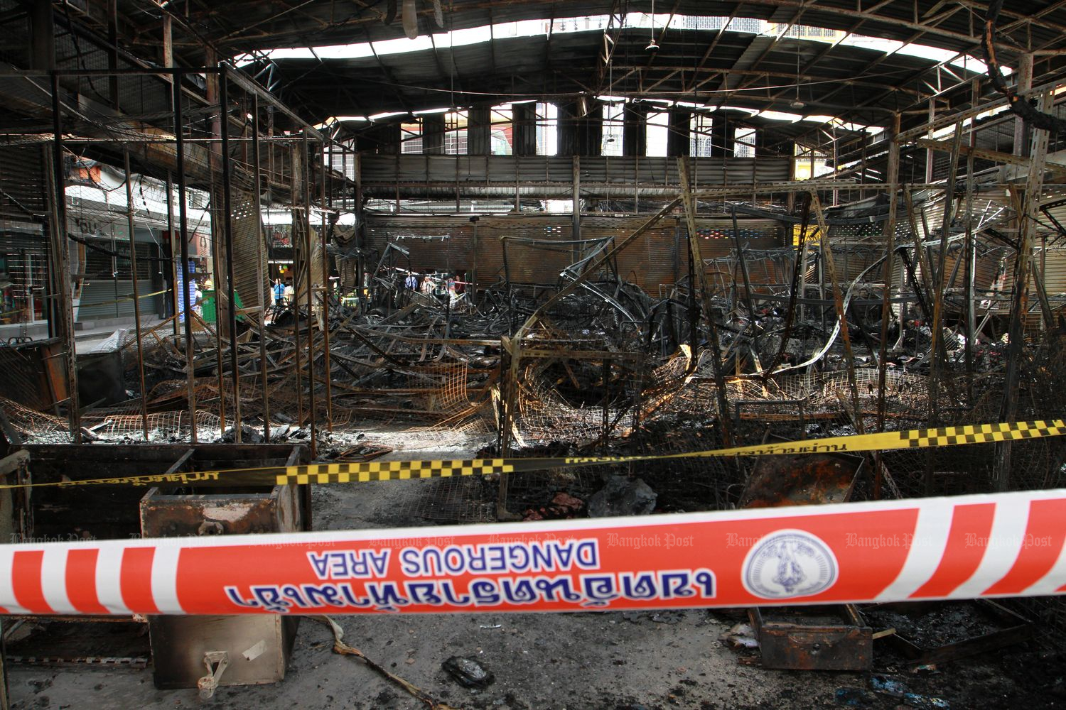 Damage caused by a firebomb at Pratunam Market on Friday. (Photo by Pawat Laopaisarntaksin)