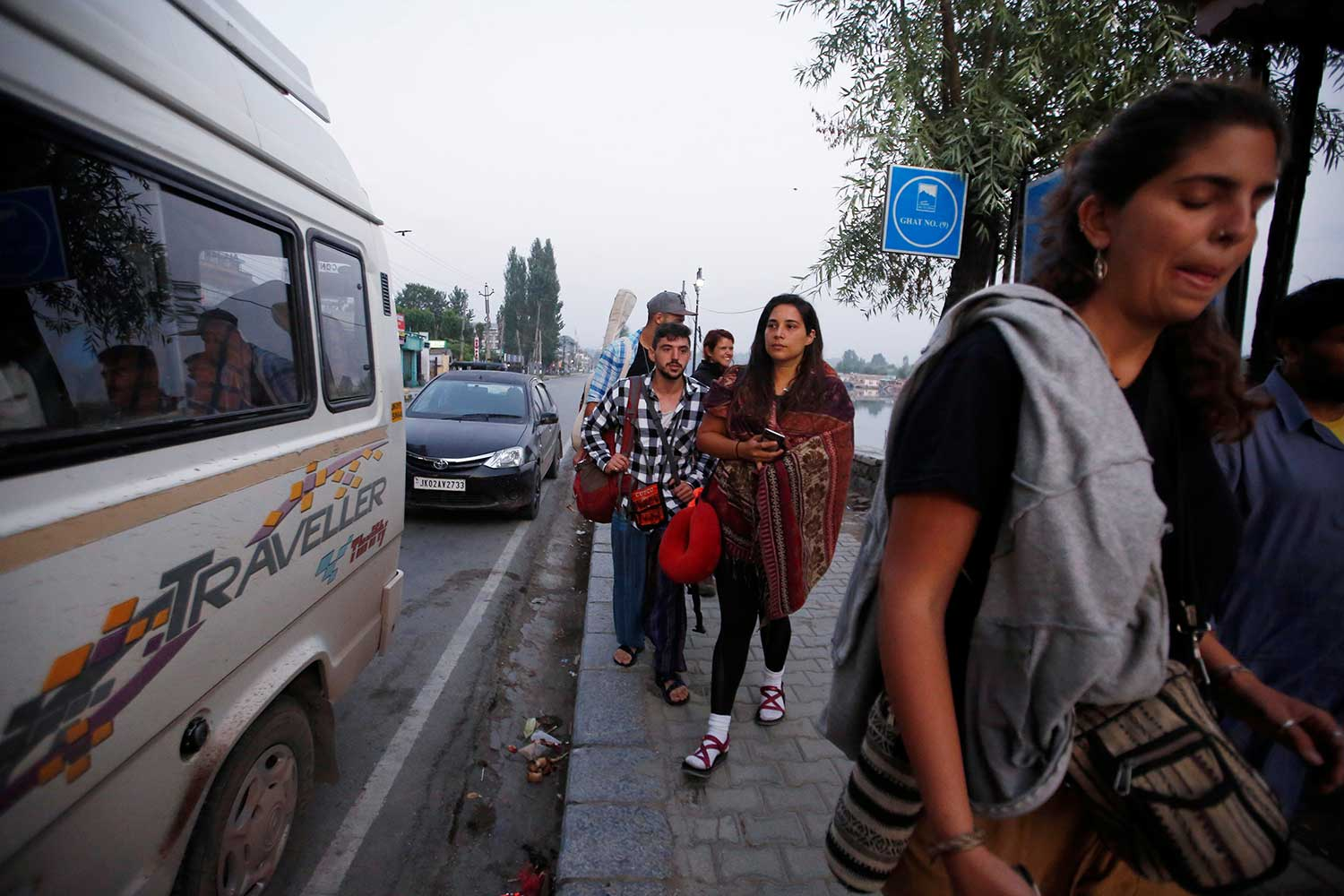 India orders students, tourists out of Kashmir for security