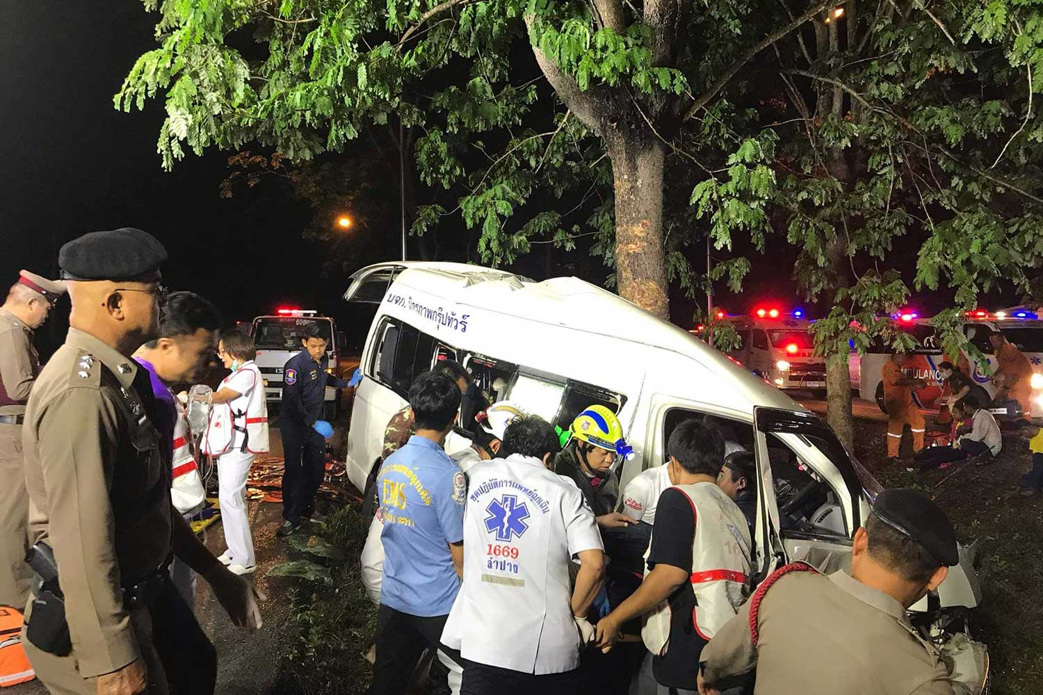 Police at the crash scene in Lampang's Ko Kha district on Tuesday morning. Two Myanmar workers were killed and eight other people, including the driver, injured. (Photo: Assawin Pinitwong)