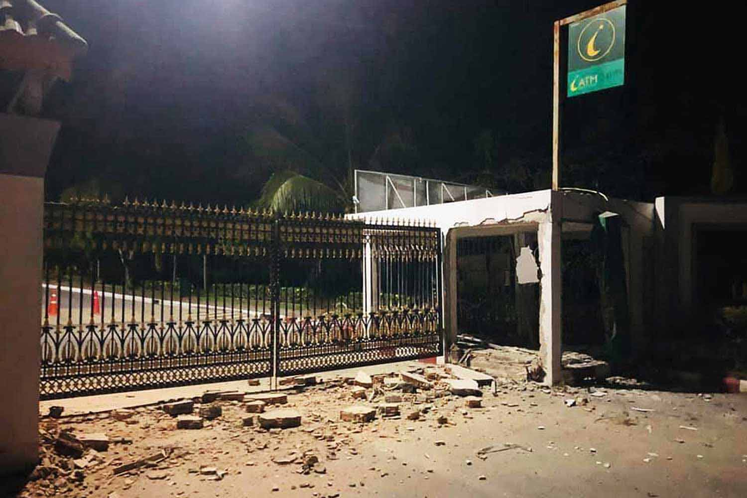 The Islamic Bank ATM damaged by a bomb at the entrance of Fatoni University in Pattani province on Sunday. (Photo by Abdullah Benjakat)