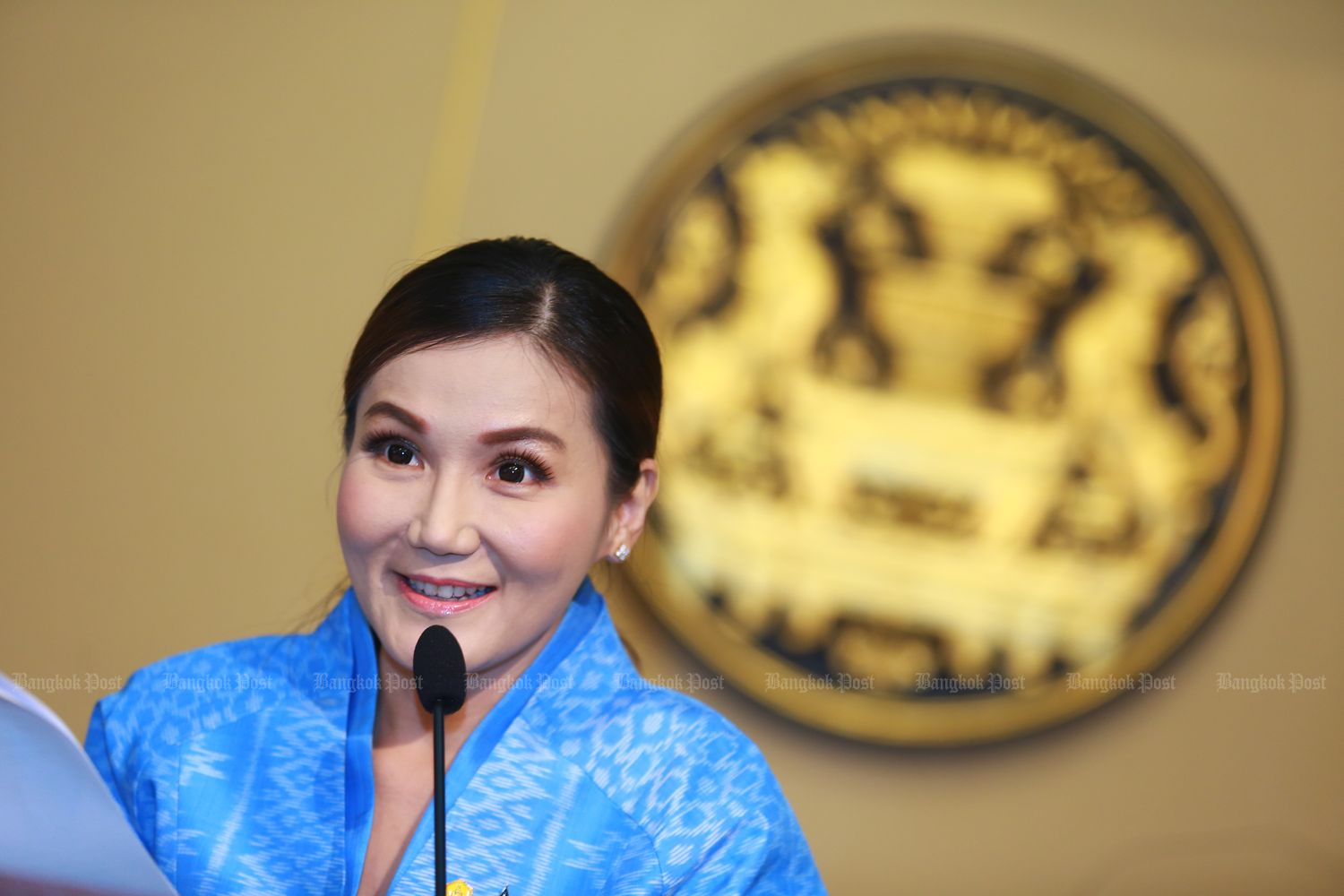The budget deficit should not be a concern because it will largely be earmarked for income-generating investment, says government spokeswoman Narumon Pinyosinwat on Tuesday. (Photo by Somchai Poomlard)