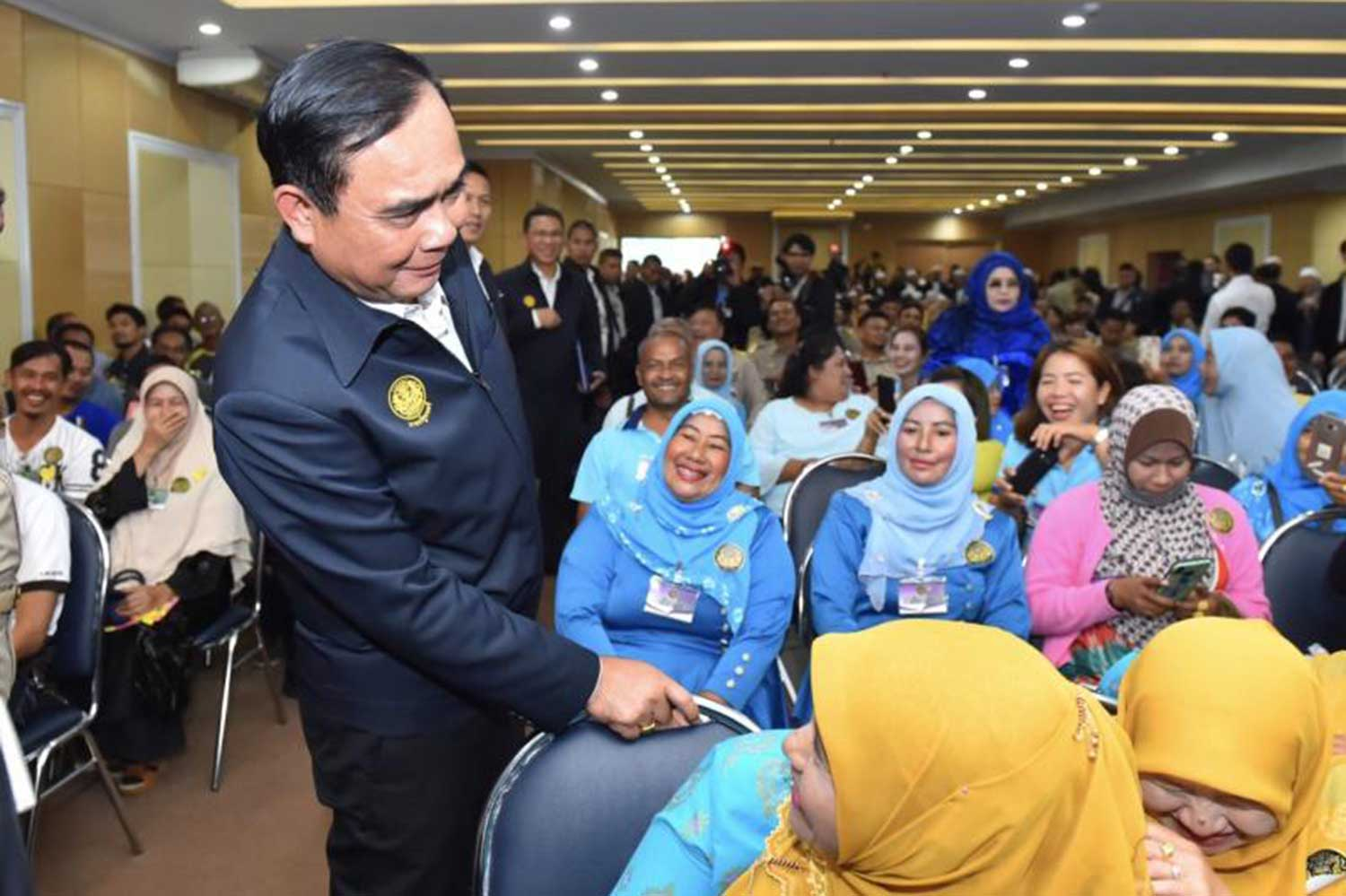 Prime Minister Prayut Chan-ocha greets local residents and officials during his visit to Yala on Wednesday. (Government House photo)